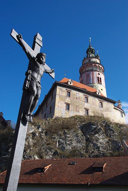 Cesky Krumlov 庫倫諾夫:彩繪塔和耶蘇的十字架。