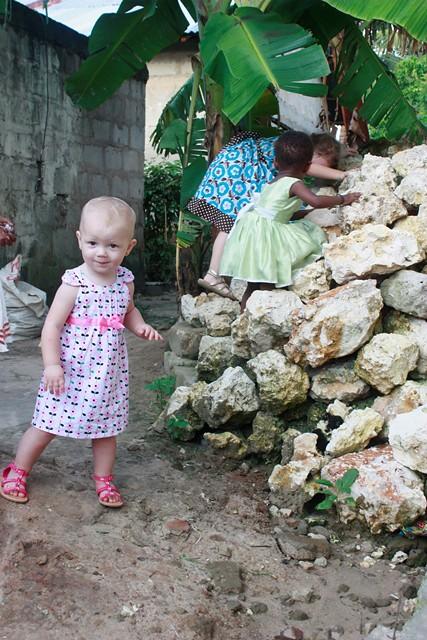 anni makes stool, wedding in Bububu 106.jpgedit