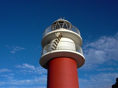Faro Cabo Ortegal (Joe Lomas) Tags: leica blue red lighthouse white blanco fotosencadenadas azul faro rojo redandwhite caboortegal rojoyblanco ortegal photostakenwithaleica leicaphoto