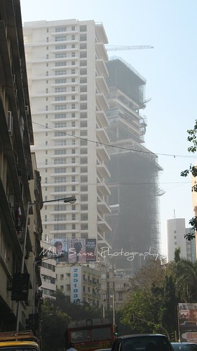 Mukesh Ambani's residence , Antilia [Photo by mihir1310] (CC BY-SA 3.0)