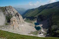 Monti Sibillini - giro delle creste (fabrizio64) Tags: panorama del trekking neve roccia sentiero montagna appennino conca ghiaccio cime glaciale redentore montisibillini escursione montevettore lagodimontagna nikond40 pizzodeldiavolo lagoglaciale bacinoglaciale