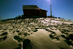 Snowy Top (Thandiani, Abbottabad) (Amir Mukhtar Mughal | www.amirmukhtar.com) Tags: pakistan light mountain snow tower beautiful canon landscape top wide scenic footprints textures hut amir silhoute abbottabad thandiani amirphotographyyahoocom