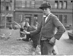 Anglų lietuvių žodynas. Žodis blazer reiškia n sportinė palaidinukė, sportinis megztinis lietuviškai.