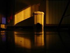 Giallo (bellimarco) Tags: blue red color home kitchen yellow casa colore blu alien giallo rosso luce cucina melanconia alieno pattumiera