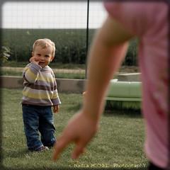 Enfance // Childhood (Nadia || Magnolias Prod.) Tags: family famille portrait baby game france childhood canon children square eos 50mm kid nadia child play sister brother nephew enfant bb magnolias neveu soeur gamin noa jeu carr frre enfance jouer nice noun 500x500 fratrie canonef50mmf18ii 450d canoneos450d rebelxsi nadiamichel magnoliasproductions famoussquarecapture cestsibondavoirunfrre cestsibondavoirunesoeur lecarrfrancais