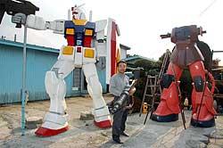 090506 - 雙雄並立!高約3.5公尺、手工打造的鋼彈RX-78-2、紅色有角三倍速,將於6月在日本青森縣正式落成