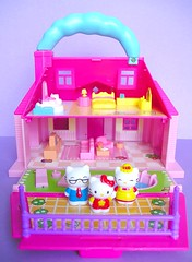 New Hello Kitty House! (tomo_moko) Tags: hellokitty hellokittydollhouse