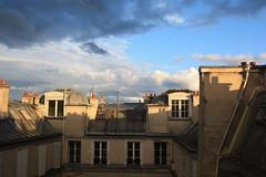 Hier encore,  Paris : le soleil ! (Julien Prnat) Tags: cloud paris clouds contrast soleil contraste nuage nuages toit contrastes toits parisien