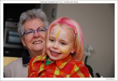 Oma en Elyne (Digi-Jo) Tags: roosendaal nikond80 gezelletuin