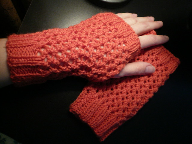 Easy Knitting Pattern Hand Warmers : KNITTING PATTERNS FOR HANDWARMERS FREE PATTERNS