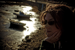 Meditando frente al mar (dar_417) Tags: sunset portrait brown girl atardecer retrato think galicia mio