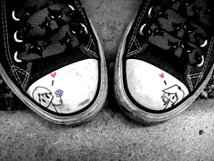 Love is beautiful. (eLeO'...) Tags: pink cats white black art love star shoes paint chuck amore gatti allstar scarpe emilythestrange eleo eleosferraphotography