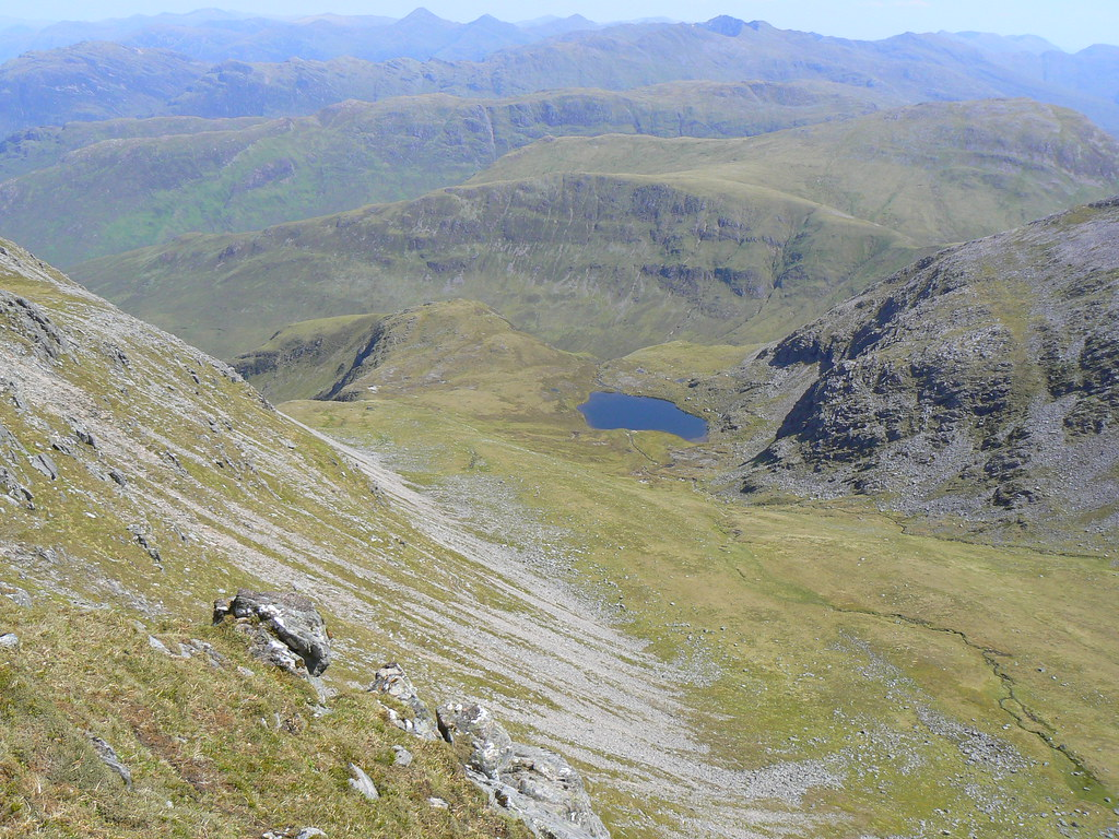 Coire Min and more scree