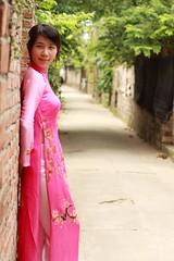 2009_06_07_3463 (VL Thien) Tags: girl beauty lotus ef50mmf14 vietnam westlake hanoi aodai longdress hồtây áodài eos40d linhlan