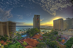 Hilton Hawaiian Village (/\ltus) Tags: sunset hawaii pentax waikiki handheld honolulu hiltonhawaiianvillage rainbowtower 5xp k20d