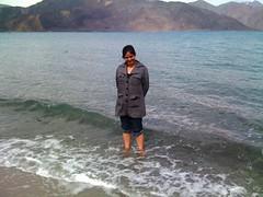 Pangong - Freezing cold waters (Suman Kr Ghosh) Tags: scorpio tso leh khardungla rohtang pangong baralacha nubra tsokar tanglangla moriri may09 ladhak scorpiofans