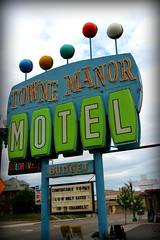 Towne Manor Motel (Northcoast Zeitgeist) Tags: ohio marquee neon awesome retro business signage oh neo lettering canton northeastern