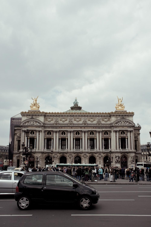 Opera Garnier avec une Twingo