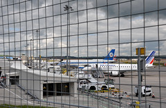 [11:28] ..late morning rush. (A380spotter) Tags: scotland airport alba unitedkingdom apron 200 airbus rae 100 ba af bd baa britishairways j2 ys airfrance a320 sht ganja baw a319 bmi dyce staralliance bmr abz erj170 ahy afr viewingarea britishmidlandinternational erj145ep azerbaijanairlines emb145ep grjxi britishairportsauthority azal ejet bmiregional egpd airfrancebyregional régionalairlines geuup 200st fhbxc 500thejet lhrabz 4kaz03 azərbaycanhavayolları embraersa britishairwaysshuttle af5557 abzcdg j2034 abzgyd ba1306 sht18y bd1370 abzman régionalaérienneeuropéan aberdeeninternationalairport azerbaijanhavayollariclosedjointstockcompany embraerempresabrasileiradeaeronauticasa portadhaireadarnàiseantaobardheathain