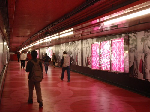 Pasillo del metro