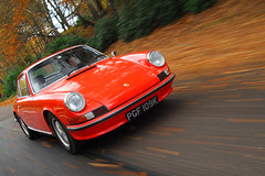 911S and 911E for 911& Porsche World (michaelward_autoitalia) Tags: world autumn red orange moving 911 porsche rolling tracking mwp 911s 911e michaelwardphotos cartocar car2car
