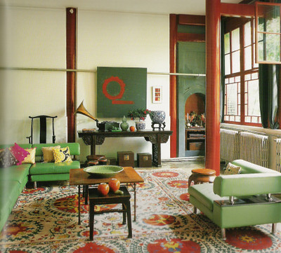 Modern mix in Beijing: Red + green living room by Jehanne de Biolley