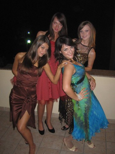 Sanda Balan in rochie de seara, cu prietenele
