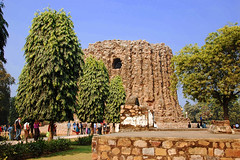 India New Delhi DSC_5844 (youngrobv) Tags: india am nikon asia minaret unescoworldheritagesite complex qutub minar bharat newdelhi dx qutb qutab uttarpradesh  0812 robale hindustan d40 18200mmf3556gvr alaidarwaza dsc5844    youngrobv alaigate