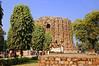 India New Delhi DSC_5844 (youngrobv) Tags: india am nikon asia minaret unescoworldheritagesite complex qutub minar bharat newdelhi dx qutb qutab uttarpradesh भारत 0812 robale hindustan d40 18200mmf3556gvr alaidarwaza dsc5844 قطبمنار उत्तरप्रदेश नईदिल्ली youngrobv alaigate हिन्दुस्तान