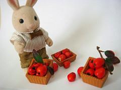 grandpa (aatikue) Tags: bunnies pie dolls rabbits applepie houseonthehill sylvanianfamily bunnyapplepie themakingofapplepie