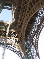 0 032 Under the Eiffel tower