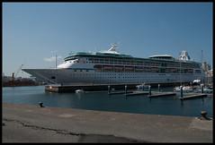 A Corua 1 de Mayo (ReMuS_87) Tags: puerto corua f profundidaddecampo festivo trasatlantico