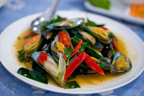Mussels flash-fried with fresh herbs, Krua Apsorn, Bangkok