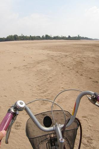 088.連人帶腳踏車「搶灘」
