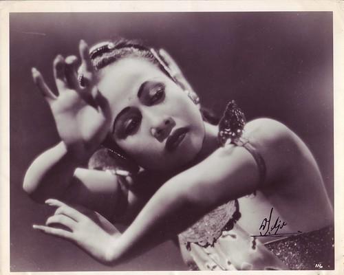 3620448672 6f13ef5164 Devi Dja: Wanita Jawa Yang Mencapai Hollywood