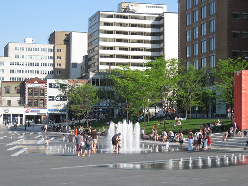 place des festivals on an ordinary day
