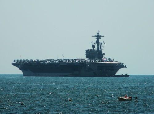 Guerra e nucleare: la portaerei George H.W. Bush arriva nel porto di Napoli!