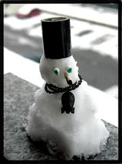 my personal snowman (motorpsykhos) Tags: winter snow hat snowman collanina puppets neve sigaretta manuale espressivo nastro davanzale nevica filtri installazionetemporanea