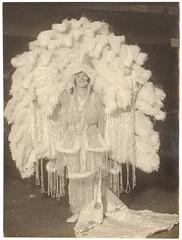 Anglų lietuvių žodynas. Žodis ziegfeld reiškia <li>Ziegfeld</li> lietuviškai.