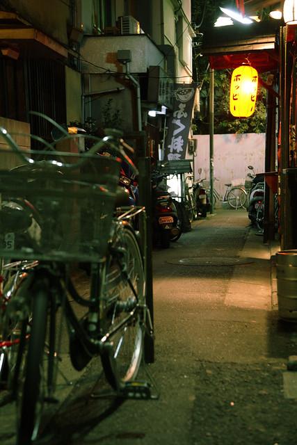 路地裏の夜道