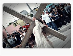 Cargando La Cruz (Srch) Tags: christ jesus pascua tijuana semanasanta flickrtour viacrucis supershot nikond60 cuaresma bcflickr viacrucistour