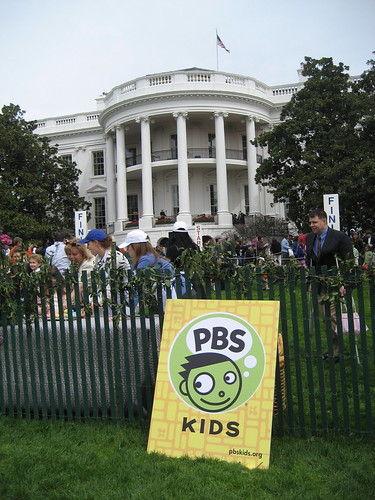 A PBS Kids sign in front of the White House.