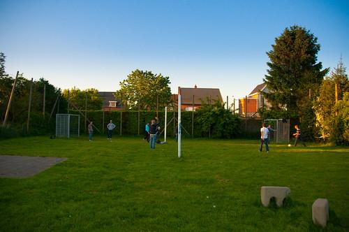 Jongens voetballen