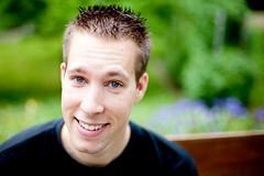 * Fabrice * (KraKote est KoKasse.) Tags: portrait 50mm vert fabrice sourire homme canonef50mmf14usm krakote canoneos5dmarkii hommedumonde 5d2 5dmkii wwwkrakotecom valeriebaeriswyl
