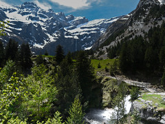 Rando vers le cirque de Gavarnie (Candice BostYn PhotographY) Tags: montagne altitude bleu ciel pont neige nuage cascade cirque verte torrent herbe pyrénées gavarnie cartepostale sudouest chaîne