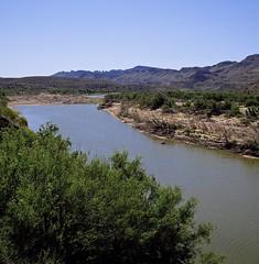 Rio Grande, Texas (AppleCrypt) Tags: usa west america texas roadtrip frontier restarea texan bigbend riogrande highway170 applecrypt