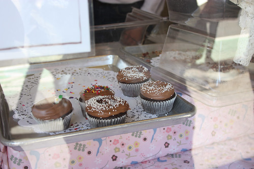 Cupcakes in the window at Magnolia Bakery