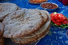 (640) frisches Fladenbrot (avalon20_(mac)) Tags: africa travel blue food sahara geotagged fun desert egypt 500 misr eos40d schulzaktivreisen
