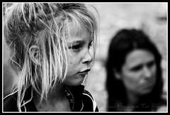 Achtung Baby (Muchilu) Tags: boy people girl hippies nikon gente mother son ibiza eivissa mutter 90 cultura soon madre hijo hija cokin d90 hippi benirràs hippyes benirrasbenirràsplayahippies