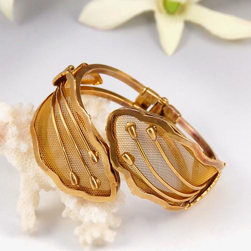 Vintage Gold Mesh Bangle Bracelet with Leaves
